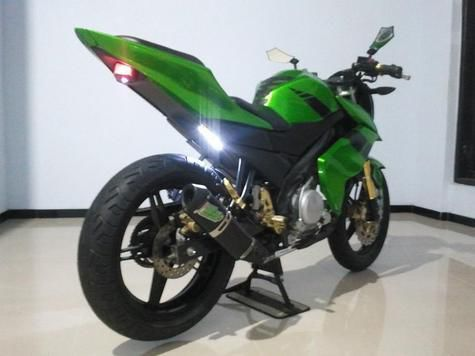 Modifikasi Motor vixion 2013 warna hitam