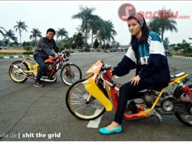 joki-drag-wanita-motor-bike